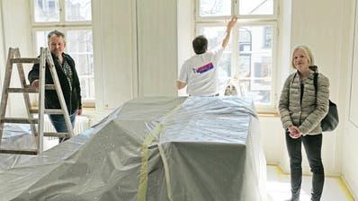 Stadtrat Thomas Bornhauser und Unternehmerin Ursula Baumann-Bendel im Stadthaus-Büro, das neu gestrichen wird. ((Bild: Mario Testa))