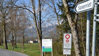 Bis hierher und nicht weiter: Das Areal der Strafanstalt Saxerriet in der Gemeinde Sennwald ist für Besucher gesperrt. (Bild: Adele Lippuner)