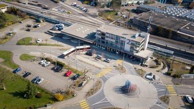 Platz für neue Haltekanten wäre am Bahnhof Wittenbach vorhanden. (Urs Bucher)
