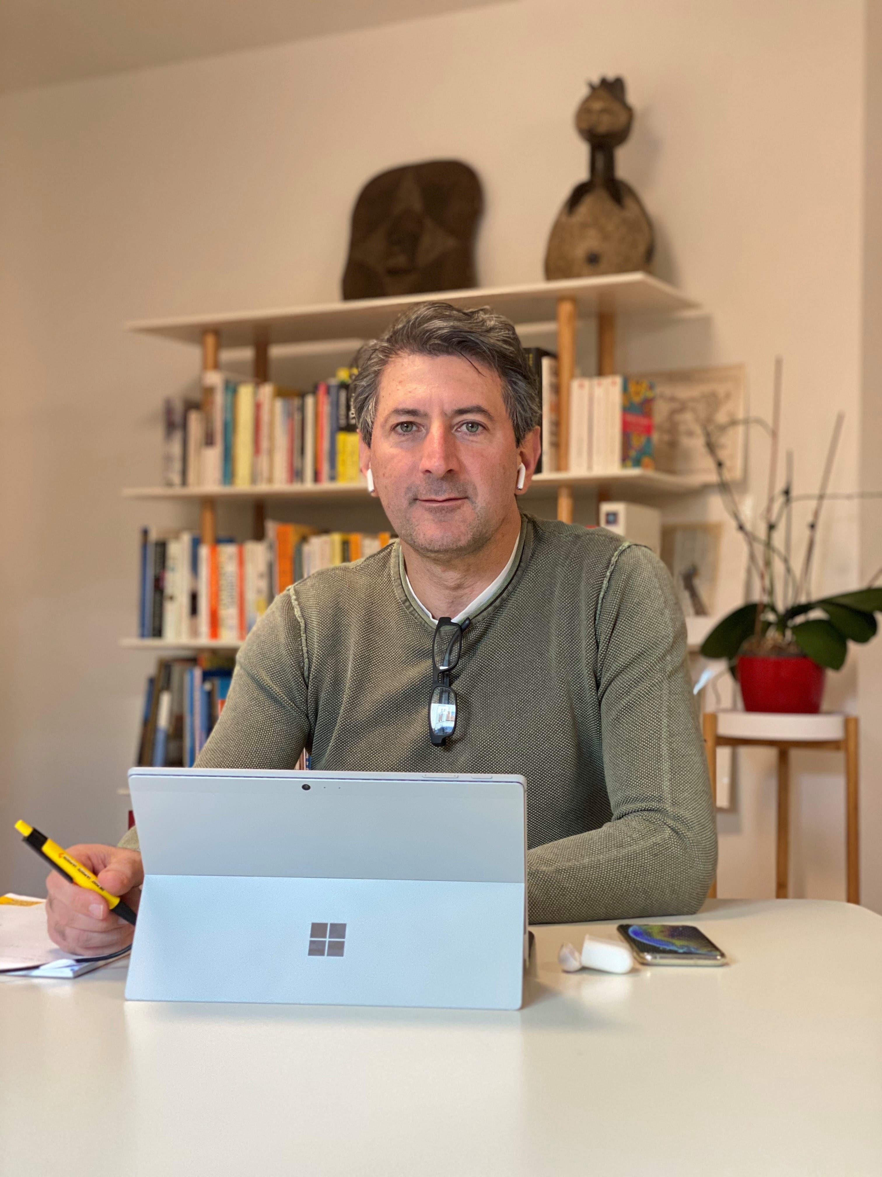 Roberto Cirillo, 48, CEO Schweizerische Post: «Das Arbeiten von zu Hause ist für mich eine Herausforderung.»