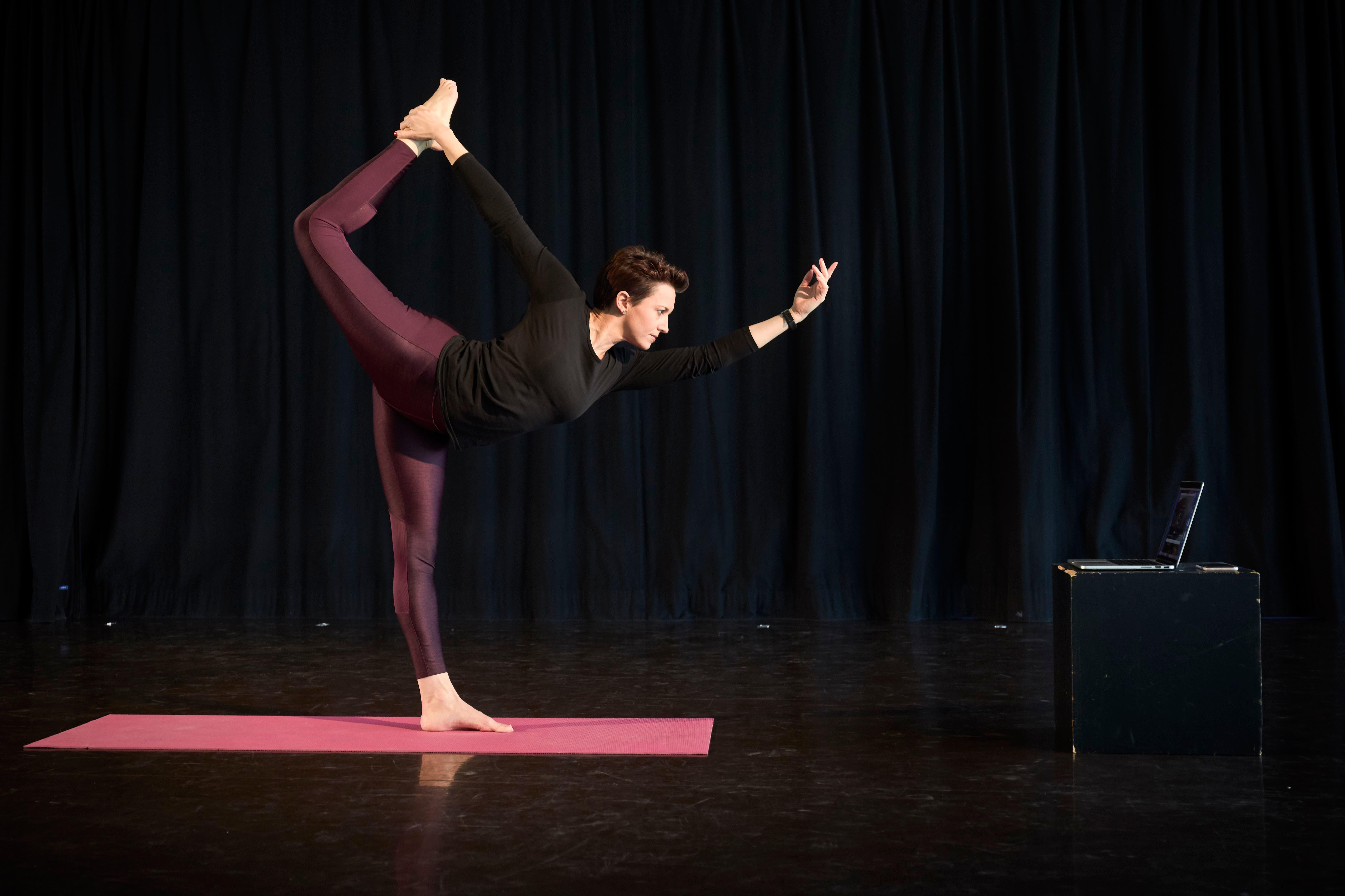 Jacqueline Heutschi (40), Choreografin und Tanzlehrerin aus Luzern: «Mehr zur Verfügung stehende Zeit kann für jeden auch eine Chance sein. Zeit bedeutet Musse, um etwas entstehen zu lassen, Ideen zu verfolgen, neue Konzepte zu entwickeln, kreative Lösungen zu finden. Dies kann man schon jetzt in vielen Lebensbereichen beobachten, was mich sehr inspiriert. Oft entsteht Schönes und Berührendes in Extremsituationen – und dies ist definitiv eine.»