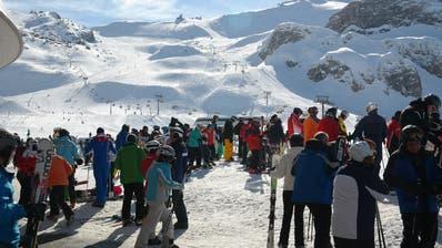 Szenen wie diese gab es auf den Skipisten in Ischgl noch, als die Coronagefahr längst bekannt war. (Bild: Pixabay)