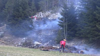Durch ein Grillfeuer geriet ein Waldstück in Brand. (Bild. PD/Kantonspolizei Uri)