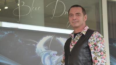 Alexander Nyaguy vom Blue Dragon Tattoo Studio. ((Bild: Stefan Böker))