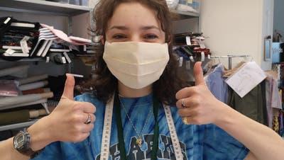 Lena Jakubowski, Lehrtochter bei LU Couture, mit einer Hygienemaske. (Bilder: PD)