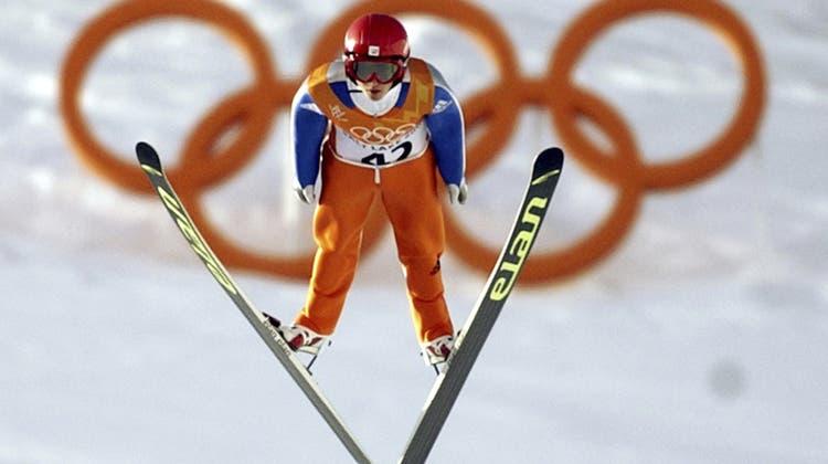 Noch einmal Olympische Spiele! Simon Ammann will, wie hier 2002 in Salt Lake City, auch in Peking 2022 mit dabei sein. Es wären seine siebten Winterspiele. (Joe Cavaretta / AP)