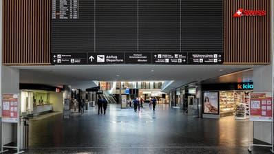 Die Abflug-Anzeigetafel im Terminal 1 in Zürich-Kloten ist dieser Tage praktisch leer. (Andy Mueller / freshfocus)