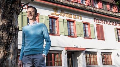 Noch-Gemeinderat Ruedi Mazenauer vor dem «Löwen», den er mit seiner Firma zwischennutzt. ((Bild: Nadia Schärli, Ebikon 17. Dezember 2018))
