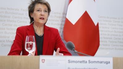 Bundespräsidentin Simonetta Sommaruga spricht während der Medienkonferenz des Bundesrates am Mittwoch in Bern. (Bild: Peter Klaunzer / KEYSTONE)