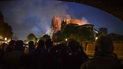 Vor einem Jahr stand die Notre-Dame-Kathedrale in Flammen. (Bild: Julien De Rosa / EPA, 15. April 2019)
