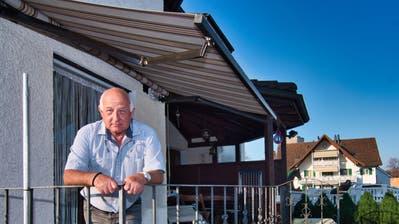Daniel Bleiker in seinem Haus in Hefenhofen. Er vermietet auch an Gewerbler. Diese hätten Verständnis, dass er ihnen die Miete nicht erlässt, sagt Bleiker. ((Bild: Manuel Nagel))