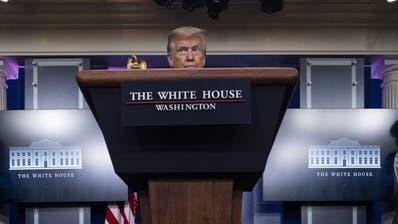 Trump hatte der WHO bereits früher am Dienstag in einem Tweet vorgeworfen, es in der Coronavirus-Pandemie «wirklich vermasselt» zu haben. (Alex Brandon / AP)