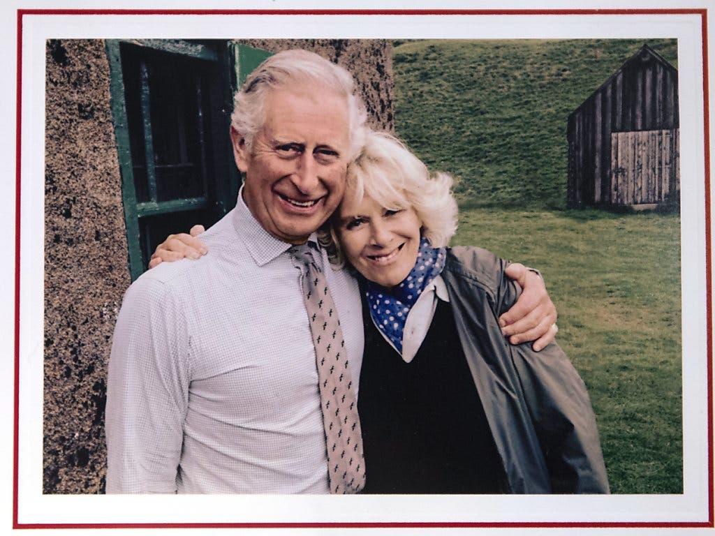 Undatierte Aufnahme von Prinz Charles und Camilla auf der Weihnachtskarte 2015.