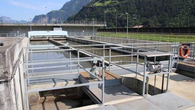 Das Abwasser soll mittels verlegter Leitungen im Urnersee ins Kanalisationsnetz von Seedorf eingeleitet werden und von dort gelangt es zur Reinigung auf die ARA Altdorf (Bild). (Bild: Bruno Arnold, Altdorf, 18. Juli 2019)