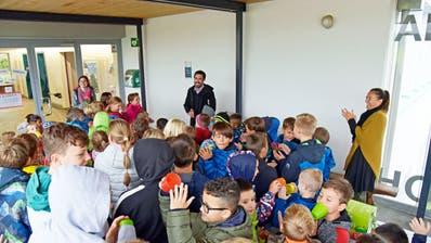 Die Bussnanger Primarschüler brauchen mehr Platz. Das Team um Schulleiter Renato Wintelersoll deshalb mehr Zimmer erhalten. ((Bild: Mario Testa))