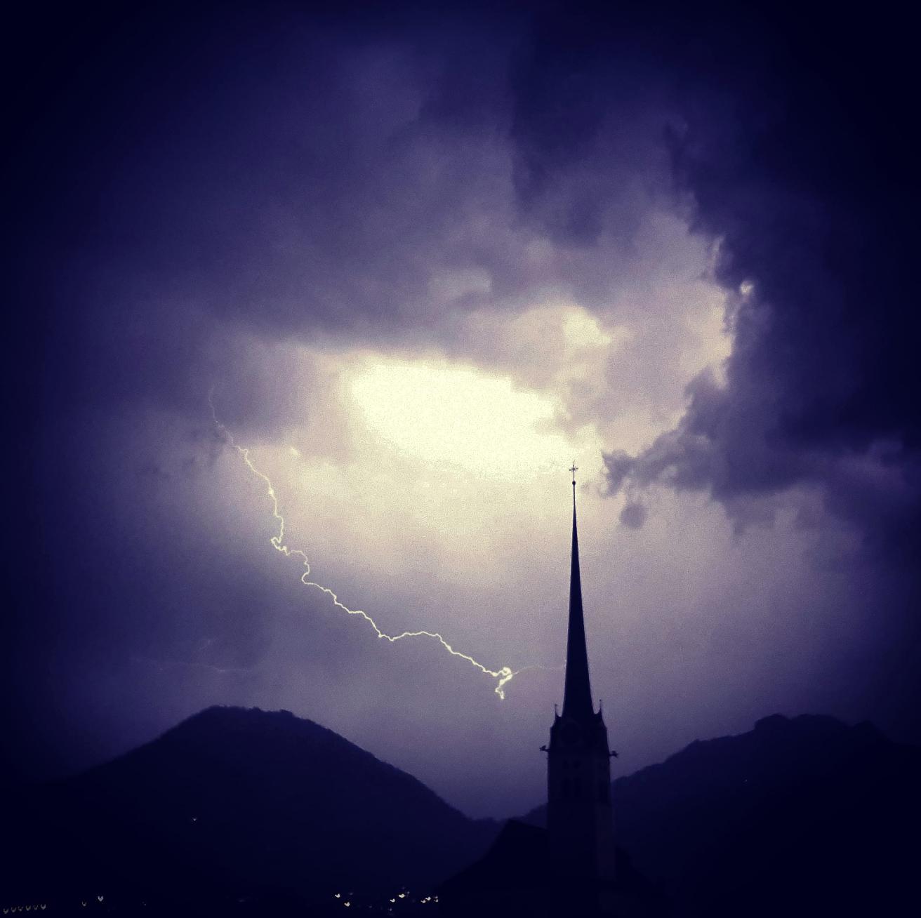 Blitz und Donner über Alpnach.