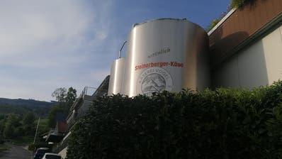 Nach Listerien-Fall wird der Betrieb in Steinerberg per sofort eingestellt. (Archivbild Bote der Urschweiz)