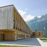 Das Landwirtschaftliche Zentrum St. Gallen in Salez ist eines von 28 nominierten Projekten für den Preis «Constructive Alps». (Bild: Seraina Wirz)