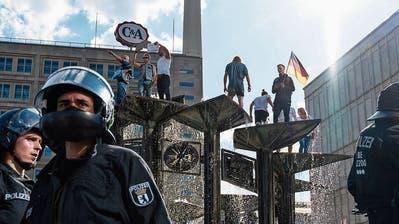 In Deutschland demonstrieren Tausende gegen die Coronamassnahmen - Experten warnen vor der Protestbewegung