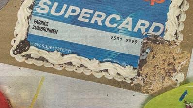 Ein süsser Scherz, den sich Coop mit der Geburtstagstorte für die Supercard leistet. (Quelle: Coopzeitung)