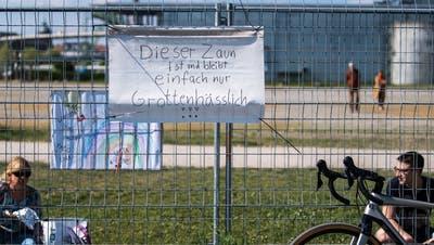 Der Corona-Grenzzaun in Kreuzlingen am Bodensee. ((Bild: Michel Canonica))