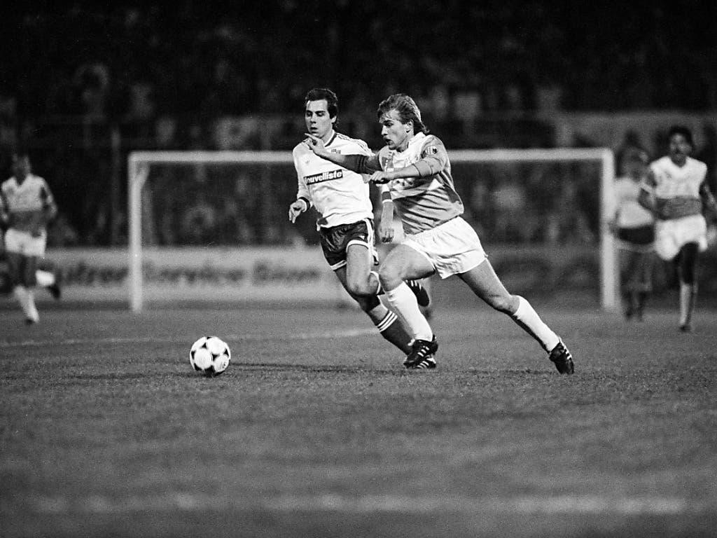 1989 ist der FC Sion gegen Karl-Marx-Stadt chancenlos: hier hat Verteidiger Olivier Rey (links) das Nachsehen