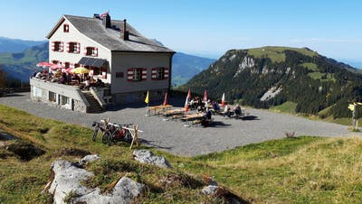 Bergbetriebe wie das Brisenhaus ob Niederrickenbach sind von Coronahart getroffen. (Bild: PD)