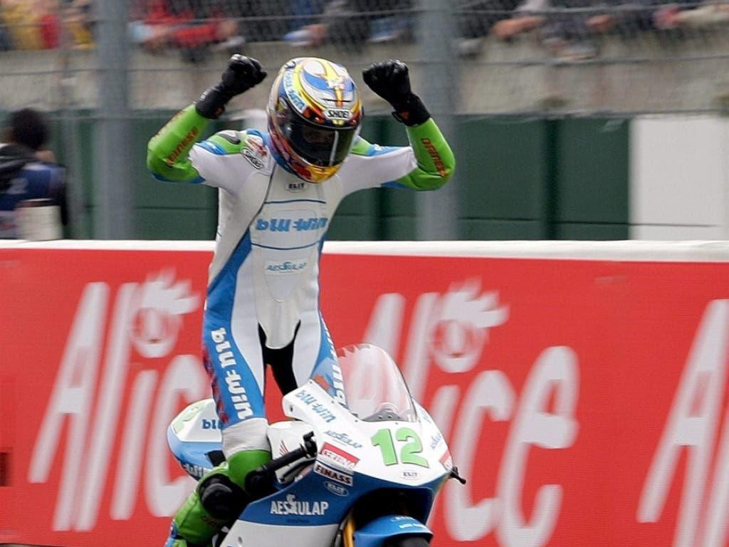 Tom Lüthi überquerte am 15. Mai 2005 mit dem komfortablen Vorsprung von mehr als drei Sekunden jubelnd die Ziellinie in Le Mans