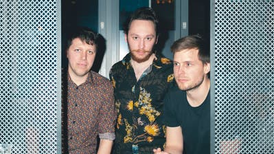 Yet No Yokai sind: Samuel Birrer (Drums), Thomas Seidmann (Gesang, Gitarre, Synthesizer) und Simon Pfister (Bass). (PD)