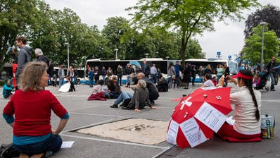 Demonstration gegen die Corona Massnahmen. (Bild: Boris Bürgisser (Luzern, 16. Mai 2020))
