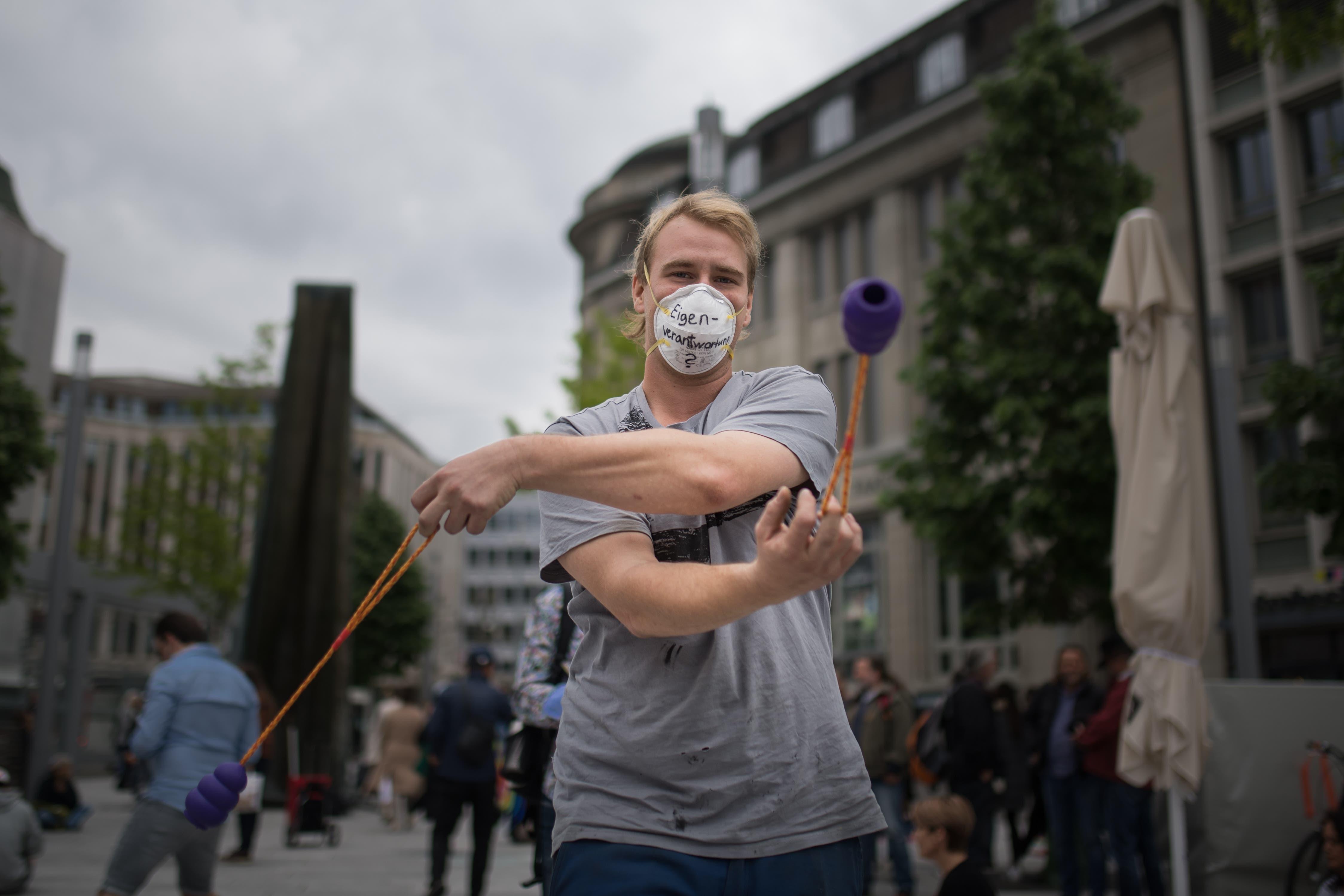 In St.Gallen versammelten sich am Samstagnachmittag rund 100 Gegnerinnen und Gegner der Anti-Corona-Massnahmen. Die Polizei hat die Kundgebung aufgelöst. Das Ganze verlief friedlich und ohne Zwischenfälle ab.