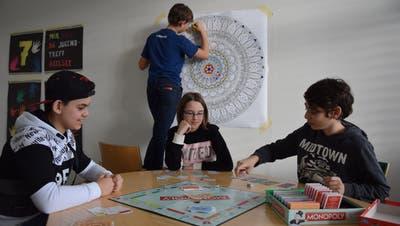 Ob gestalterisches Schaffen oder Monopoly spielen: Der Jugendtreff bietet zahlreiche Möglichkeiten. (Gianni Amstutz)