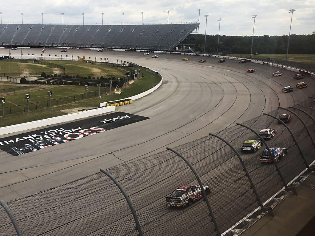Die Nascar-Rennen besuchen in den USA in der Regel mehr als 100'000 Zuschauer - am Sonntag beim Re-Start der Serie blieben die riesigen Tribünen leer