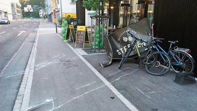 Poser-Problem auch in Heerbrugg: Mit dem Auto in die Hauswand geknallt