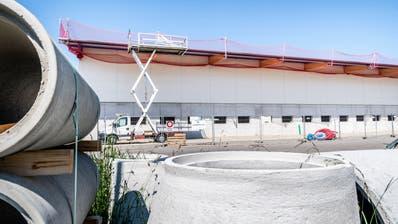 Die Halle in Kurzrickenbach soll in drei Monaten in Betrieb gehen. ((Bild: Andrea Stalder))