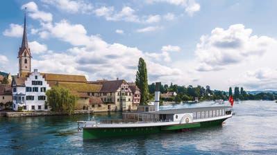 Auf dieser Visualisierung passiert das Dampfschiff die Brücke bei Stein am Rhein. ((Bild: PD))