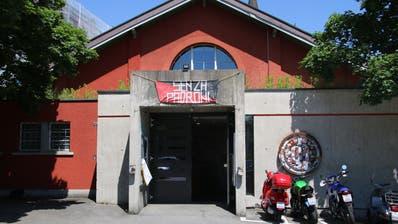 Der Eingang zur Grabenhalle: Für Publikum bleibt die Tür noch auf Weiteres geschlossen. Für Gäste öffnet sie am Donnerstag. (Bild: Reto Voneschen)