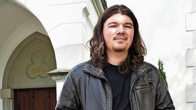Sascha Scherrer fühlt sich besonders in der Band des Jugendgottesdienstes P25 als Teil der Kirchgemeinde. (Hanspeter Thurnherr)