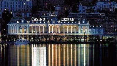 Wie es mit dem traditionellen Spielbetrieb weitergeht, ist noch ungewiss: Grand Casino Luzern am Ufer des Vierwaldstättersees. (Bild: Keystone (Luzern, 5. Februar 2020))