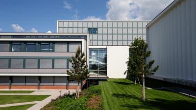 Auch die Räumlichkeiten des kantonalen Gymnasiums Menzingen bleiben bis zu den Sommerferien geschlossen. Die Schüler haben Fernunterricht. (Bild: Stefan Kaiser (19. Mai 2020))