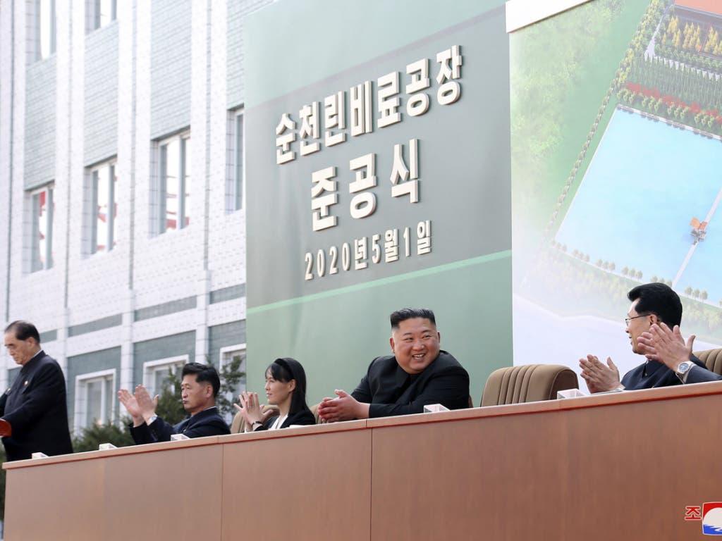 Nordkoreas Staatsmedien: Kim Jong Un bei der Einweihung einer Düngemittelfabrik am 1. Mai.