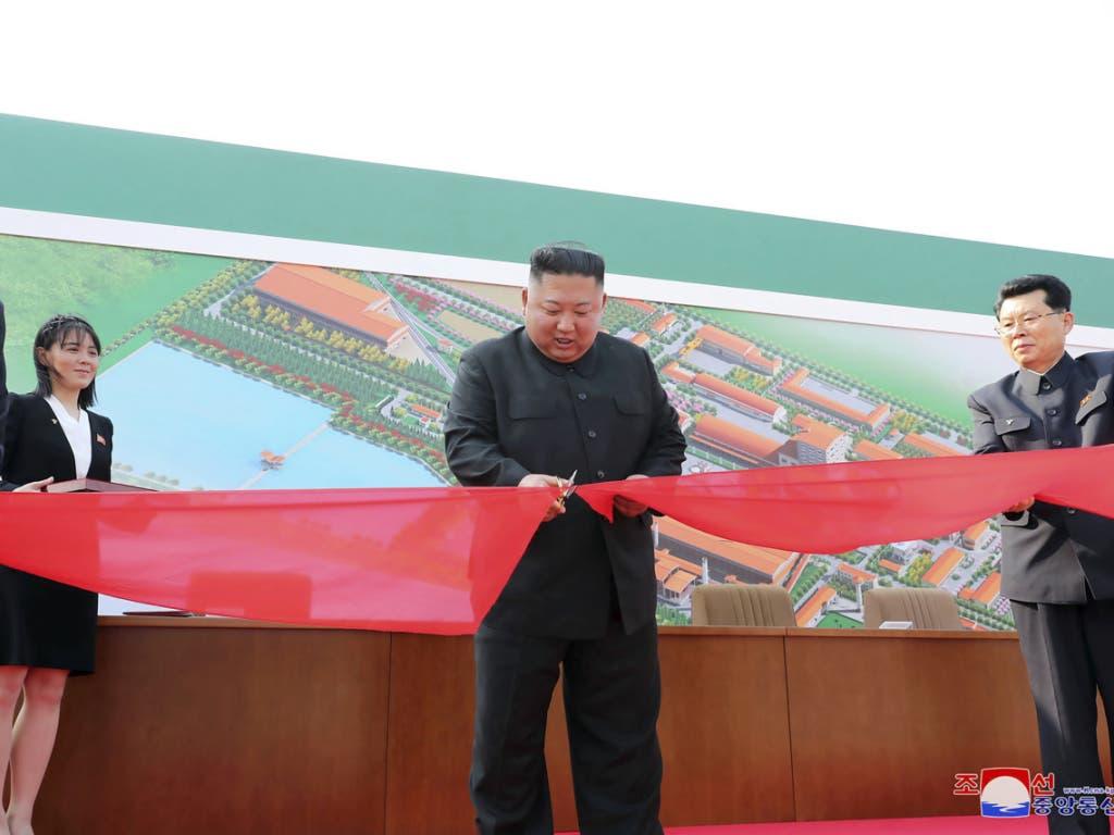 Der nordkoreanische Diktator soll am 1. Mai eine Fabrik eröffnet haben - wie Bilder der Staatsmedien am Samstag verbreiten.