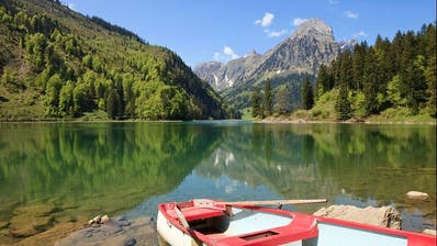 Seit dem Morgen bereits abgesperrt: Der Obersee bei Näfels – ein beliebtes und idyllisch gelegenes Ausflugsziel im Glarnerland (HO)