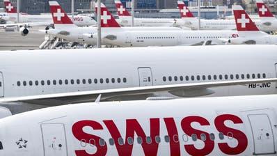 Noch steht die Swiss-Flotte mehrheitlich am Boden. Wie viele in der Wintersaison wieder abheben werden, ist noch unklar. (Alexandra Wey / KEYSTONE)