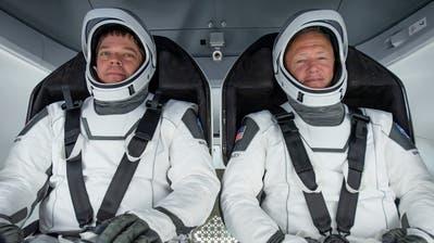 Die beiden Astronauten Bob Behnkenund Doug Hurley. (Bild: Spacex Handout / EPA NASA/SPACEX)