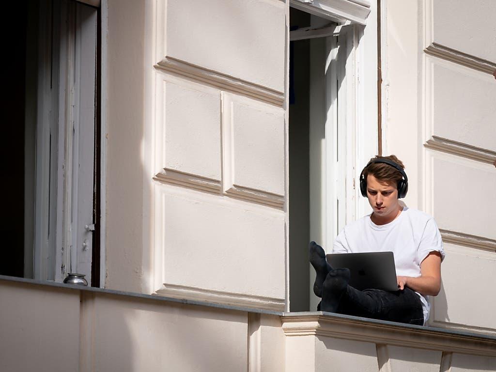 Die Beschäftigten in der Schweiz haben während des Lockdowns mehrheitlich gute Erfahrungen mit Homeoffice gemacht.