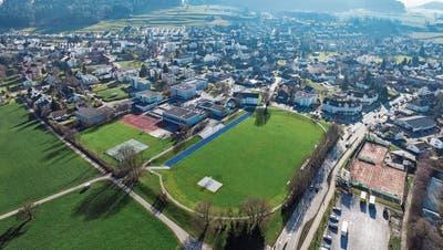 Auf dem Schulareal Grünau soll dereinst die Dreifachsporthalle Birkenweg stehen. (Bild: Olaf Kühne)