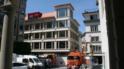 Grosse Fenster und kleine Luzerner Wappen: Die Kapellgasse 4. (Bild: hor (Luzern, 27. Mai 2020))