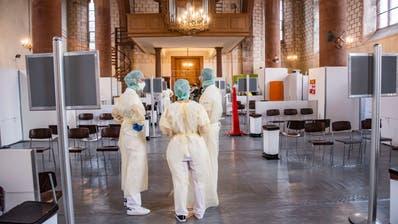 Das Basler Testzentrum befindet sich gleich neben dem Universitätsspital in der Predigerkirche. (Bild: Nicole Nars-Zimmer)