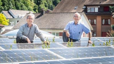 Umweltberater Franz Portmann hat im Auftrag von Sekundarschulpräsident Beat Gähwiler eine Studie erstellt, wie die Oberstufe klimaneutral werden kann. Besonders nützlich dazu: PV-Anlagen wie hier auf dem Dach des Thomas-Bornhauser-Oberstufenzentrums. (Bild: Andrea Stalder (Weinfelden, 26. Mai 2020))